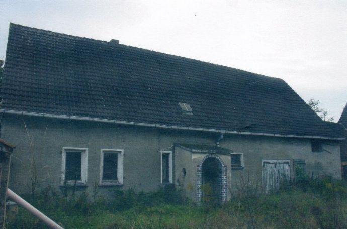 altes Bauernhaus in Randlage mit Fachwerkscheune und Stall