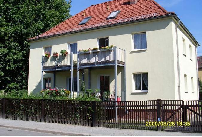 2-Raum-Wohnung mit offener Küche und Balkon im Hochparterre