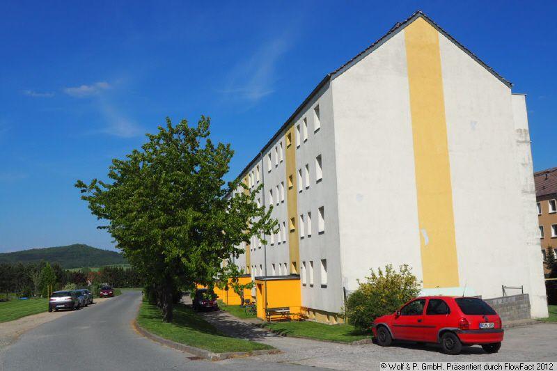 tolle 2 - Zimmer-Wohnung mit Balkon im Hochpaterre, neu renoviert