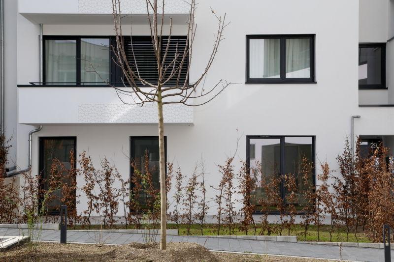 Schmuckes Gardenhouse mit 2 Terrassen + Loggia + EBK auf 129 qm
