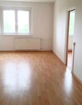 2 zimmer wohnung magdeburg neu olvenstedt mieten bei. Black Bedroom Furniture Sets. Home Design Ideas