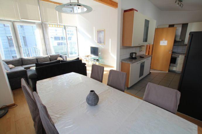 Traumhafte vollmöblierte 3 Zimmer Wohnung 94 m² mit TG und Balkon im Herzen von Heidelberg im 4. OG