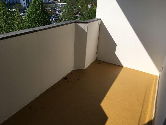 Lichtdurchflutete 2-R.-Wohnung mit 2 Balkonen mit Blick ins Grüne