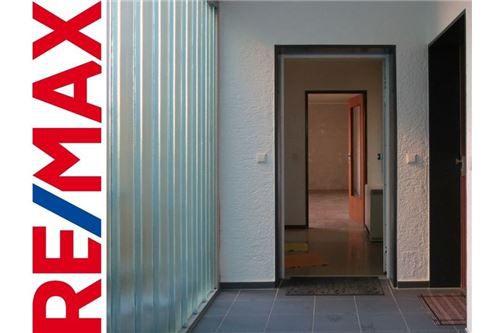 RE/MAX - Ein-Zimmer-Wohnung mit Balkon und Garage in Ermingen