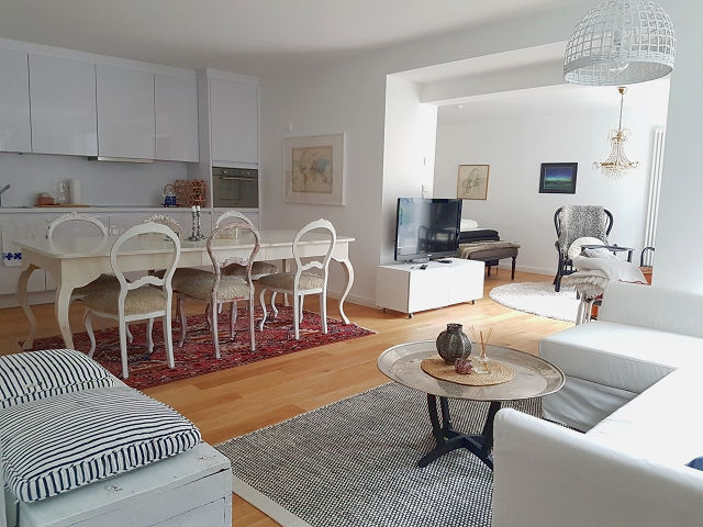 Kürzlich aufwändig und hochwertig kernsanierte Wohnung in unmittelbarer Nähe zum Rhein