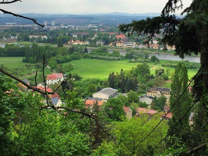 AREAS: Gute Aussicht! Exklusives Baugrundstück in Hosterwitz mit Panoramablick über die Elbe