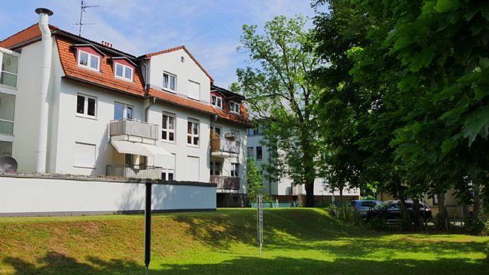 AREAS: Komplett überholt - Schönes Appartement mit Balkon und TG in Trachau!