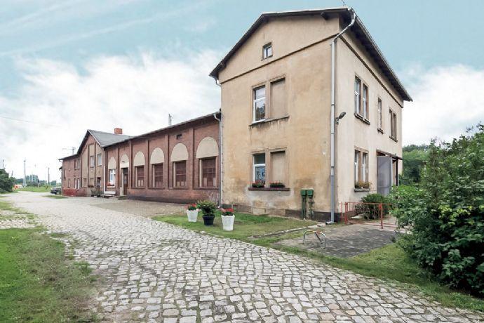 Bahnhofsgebäude - überwiegend vermietet -