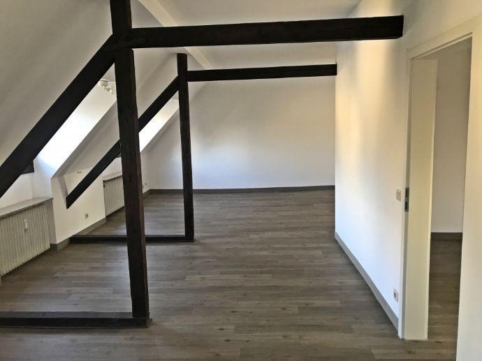Top Lage von Grafenberg. Schöne moderne 2 Zimmerwohnung ohne Balkon im gepflegten 3 Familienhaus.
