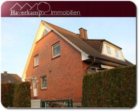 Doppelhaushälfte in Kölln-Reisiek