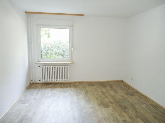 °°Sanierte Wohnung°° kleines Wohnhaus in ruhiger Lage°°
