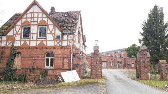 """Teile der """"Alten Papierfabrik""""  mit eigener Insel in Neu Kaliß"""
