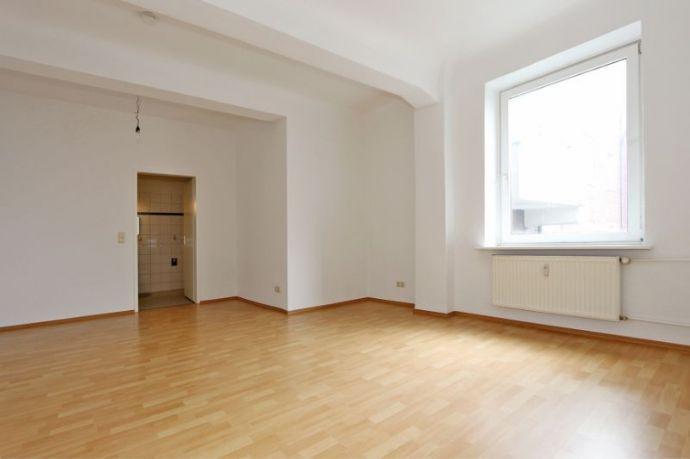 Zentrale Wohnung mit Einbauküche für Paare oder Singles