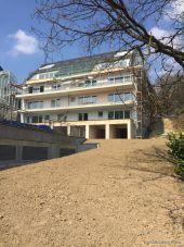 ERSTBEZUG - Barrierefreie Komfort-Wohnung im Souterrain mit großer Sonnenterras...