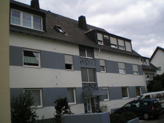 Dachgeschosswohnung mit grosser Loggia und Fernblick