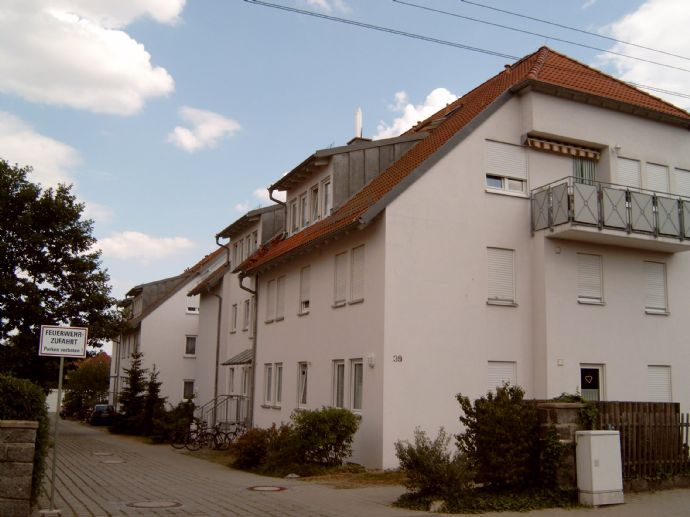 Dresden-Weixdorf, sehr schöne und ruhige Einraum-Wohnung mit Balkon und Stellplatz im 1. OG