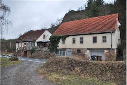 RE/MAX - **MFH und Clubgebäude in 67808 Schweisweiler zu verkaufen**