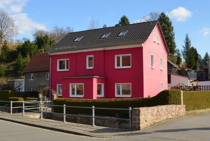 Liebevoll saniertes Zweifamilienhaus mit gepflegtem Grundstück und Seitengebäude in Klipphausen