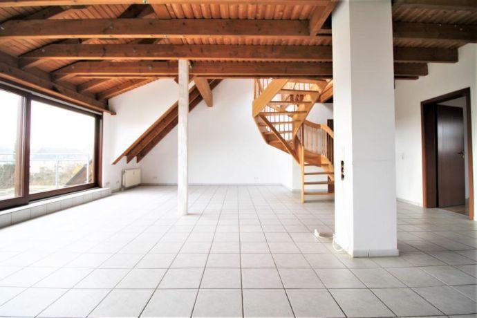 Schöne loftartige Galeriewohnung in Rheinnähe mit großem Balkon und toller Aussicht in ruhiger Lage!