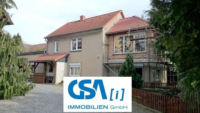 Einfamilienhaus mit großem Nebengebäude