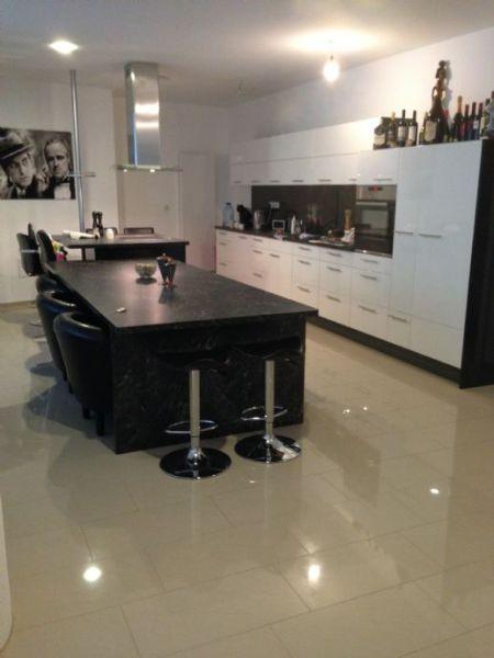 Luxuriös ausgestattete, teilmöblierte 6-Raum-Wohnung im XXXL-Format + viele Nebenräume + riesiger Bad- / Wellnessbereich + Terrasse + vielen Extras