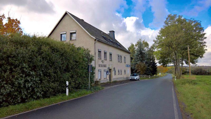 Mehrgenerationenhaus in landschaftlicher Umgebung