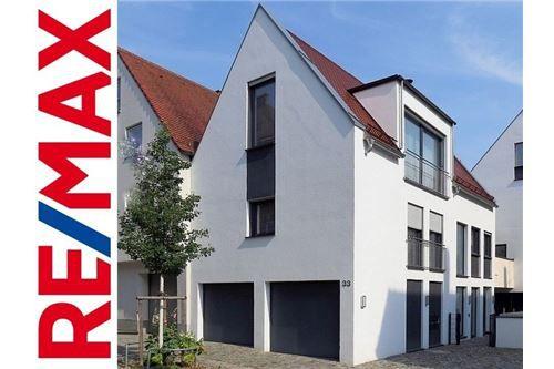 RE/MAX - Noch die besten Plätze sichern: Wohnhaus in der Altstadt!