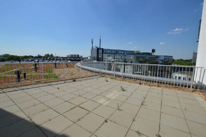 3-Zimmer-Wohnung mit großer Dachterrasse und Balkon in zentraler Lage