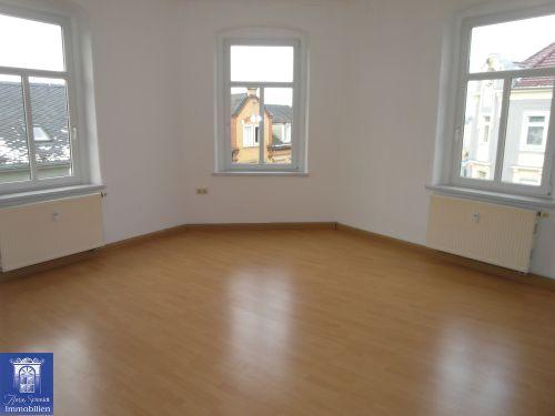 Toll geschnittene Wohnung mit Laminat, Wohnküche und Bad mit Wanne!