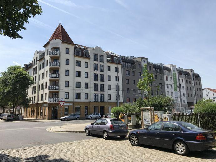 gemütliche Wohnung mit EBK, Lift, Laminat - Duplexgaragenplatz im Preis enthalten
