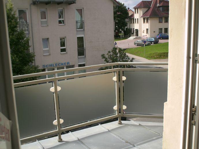 großzügig geschnittene 3-Raumwohnung mit Balkon