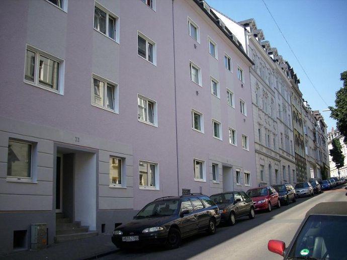 Sonnige 2 Zimmer Wohnung mit großer Wohnküche und Balkon in zentraler Lage von Wuppertal zu vermieten!