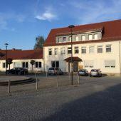 Repräsentatives Mehrfamilienwohnhaus mit Potential u. Stellplätzen in...