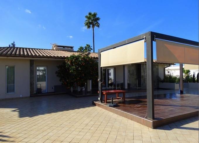 Sehr Moderne Villa Im Bungalow Stil, Tollen Großen Privatem Pool Und  Riesiger Terrasse In Costa De La Calma Auf Mallorca