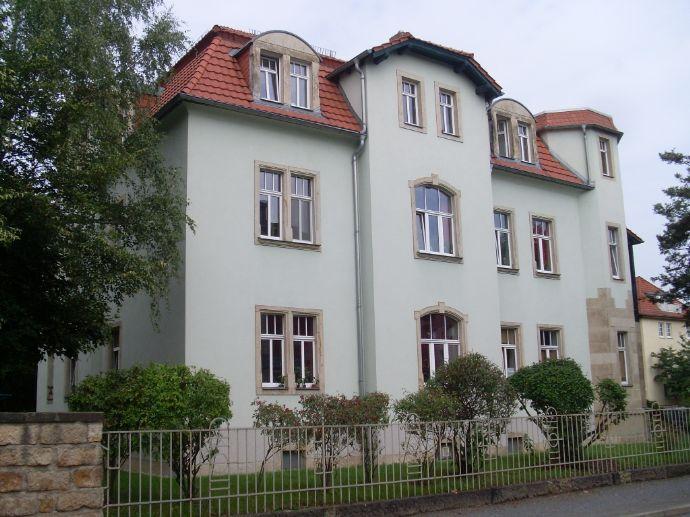 Helle Dachgeschosswohnung mit Laminat! Super für Singles oder Pärchen geeignet!