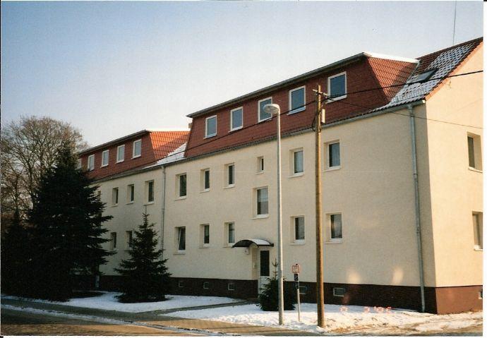 Idyllisch gelegene 3-Zimmer-Wohnung mit Balkon im 1.Obergeschoss in ländlicher Gegend