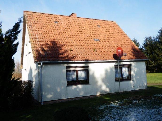 Einfamilienhaus mit großem Grundstück in Plaaz