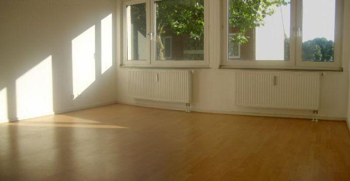 freiwerdende, sehr helle und ruhige Wohnung mit Loggia