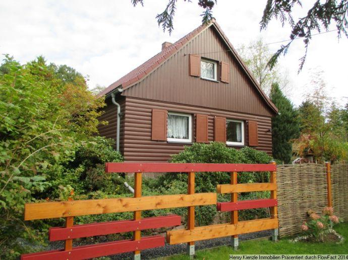 Einfamilienhaus mit Nebengebäude & Doppelcarport zu Verkaufen!