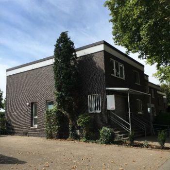 Einfamilienhaus Doppelhaus Mit Garten Und 4 Garagen