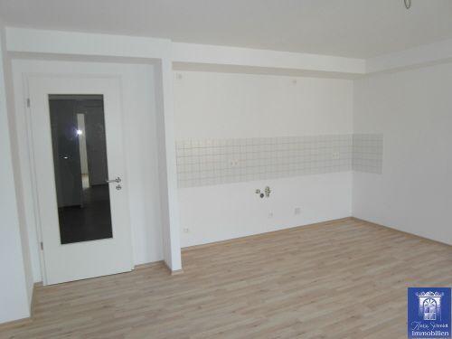 Die ersten eigenen vier Wände? Helle großzügige Singlewohnung mit modernem Laminat!