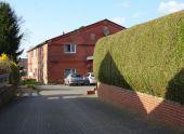Anlageimmobilie: 12 Wohnungen/ Lagergebäude/ Bis zu 2.000 m² Bauerwartungsland
