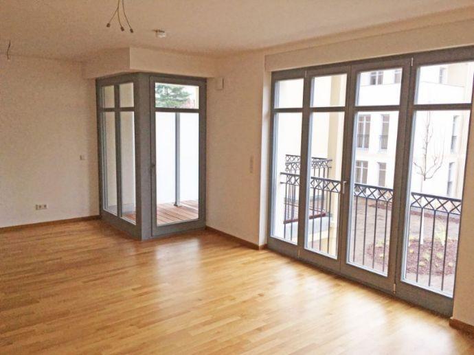 Erstbezug in Neubauwohnanlage mit Einbauküche, Badewanne und Balkon
