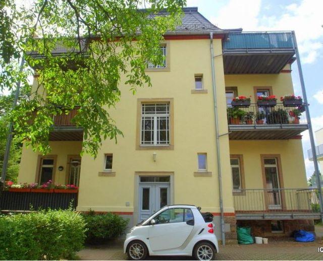 Stadtvilla in Radebeul-Ost * 2-Zimmer-Wohnung im Hochparterre mit großem Balkon & Parkettboden