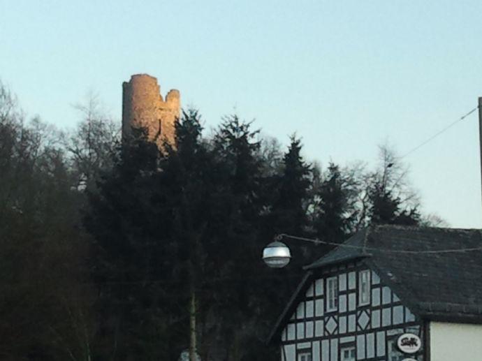 Vollerschlossenes Grundstück mit Burgblick in Südlage!!