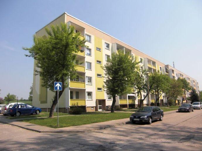 Bezugsfertige 4-Raum-Wohnung mit Balkon