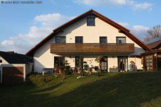 Mehrfamilienhaus in Lauenförde  - Meinbrexen