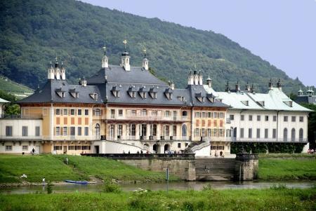 Nahe Pillnitz ....attraktive DHH in Söbrigen auf großem Grundstück