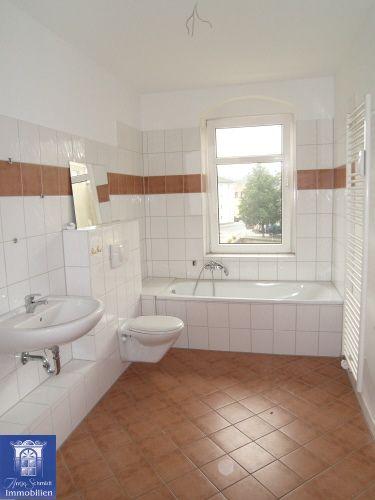 Freundliche Wohnung ... Bad mit Wanne ... separate große Küche ... zentrale Lage!