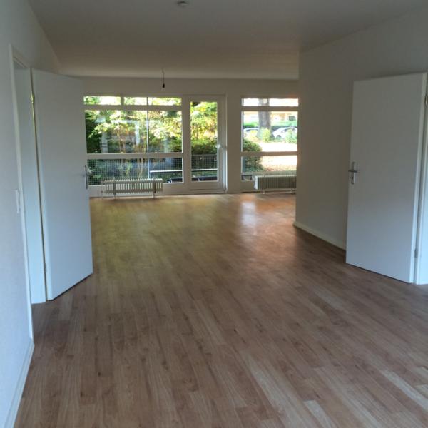 Modernisierte, helle geräumige 3 Zimmer Wohnung